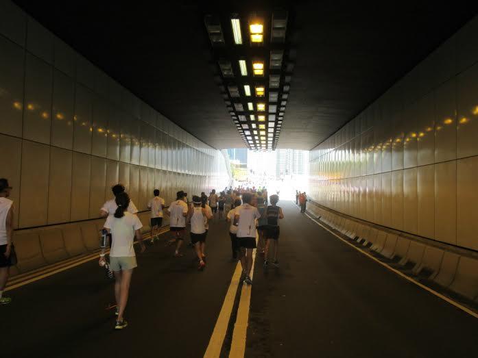 烈日下跑香港街馬中環森林跑04