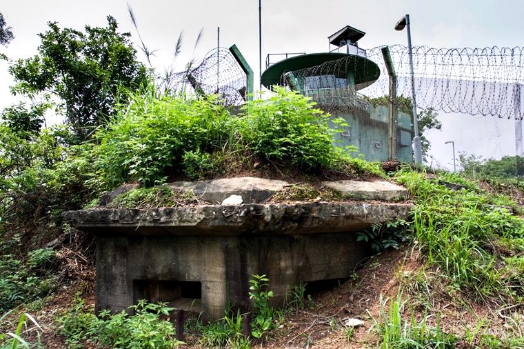 白虎山頂上有警察的碉堡