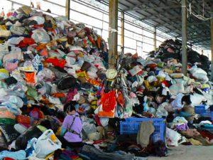 舊衣「回收」-回到堆填區f
